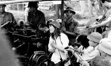 Jane-Fonda-was-at-the-pea-011