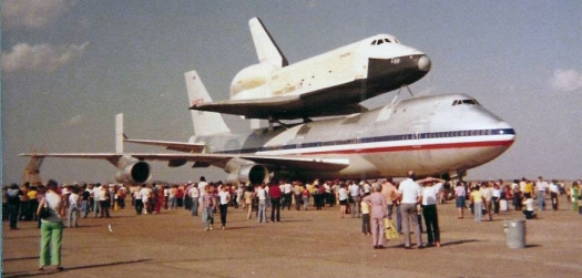 Shuttle_Enterprise_at_Ellington_Airfield_1978_4
